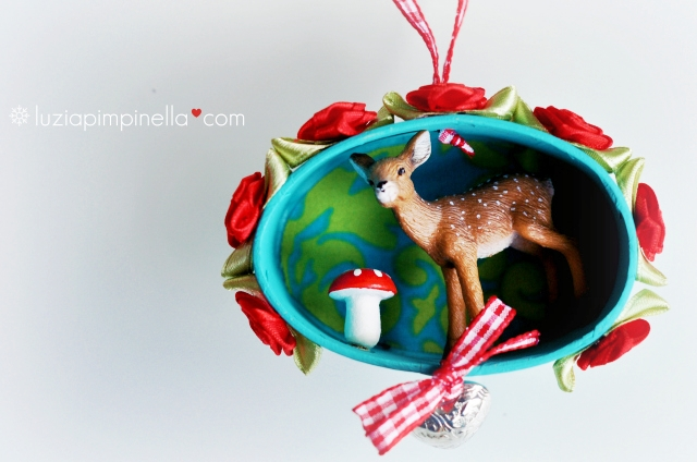 [luzia pimpinella BLOG ] DIY: tierische tannenbaumanhänger zu weihnachten: ein reh diorama mit fligenpilz / wild animal tree ornaments for christmas: a deer diorama with toadstool