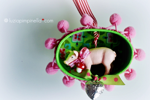 [luzia pimpinella BLOG ] DIY: tierische tannenbaumanhänger zu weihnachten... ein glücksschweinchen in der box / wild animal tree ornaments for christmas: a sweet piggy in a box
