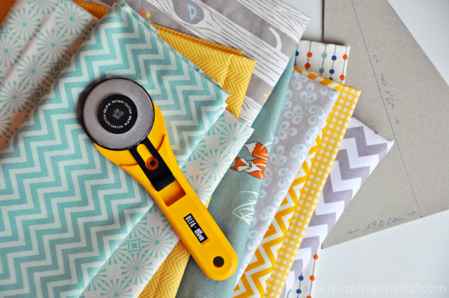 luzia pimpinella BLOG | DIY: patchwork decke mit dreicks-muster in grau-gelb -mint | triangle quilt in grey-yellow-mint