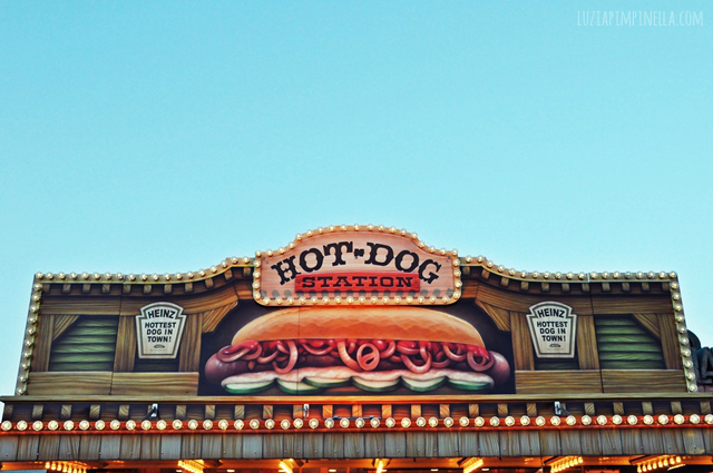 luzia pimpinella BLOG | hot dog bude auf dem hamburger dom | hot dog booth at the fun fair in hamburg, germany