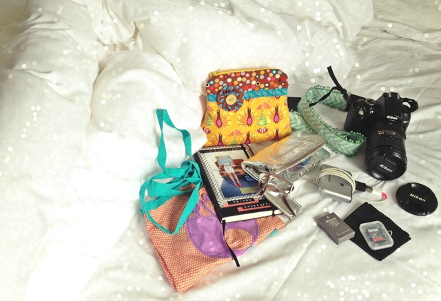luzia pimpinella BLOG | travel tuesday | was ich beim reisen in meiner handtasche habe | what i have in my handbag when travelling