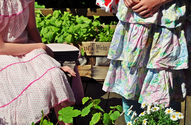 luzia pimpinella BLOG | family life | 80er verkleidungsparty im gartenhäuschen |80s dress up party at our little garden house