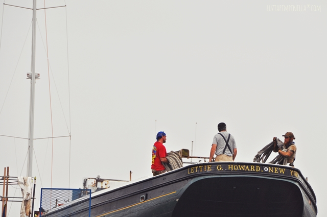 luzia pimpinella blog | travel portland maine| arbeiter im dock | harbor dock workers