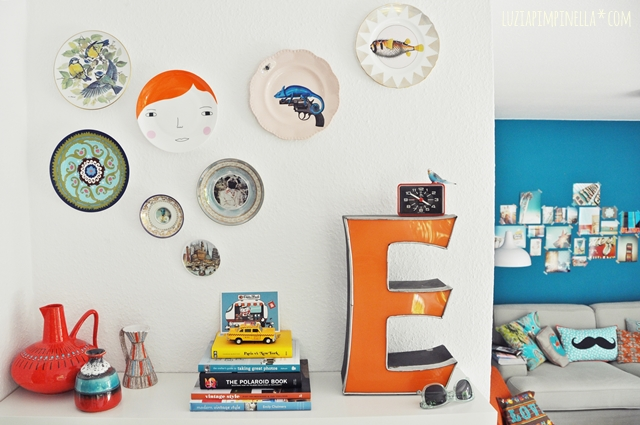 luzia pimpinella | home story | esszimmer: wandteller & neon buchstabe | dining space: wall plates & neon letter