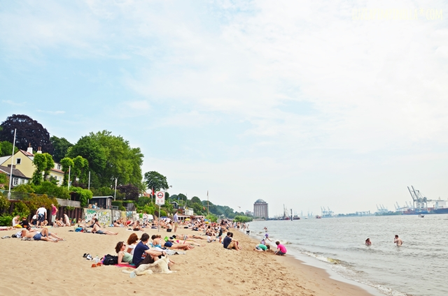 luzia pimpinella | travel hamburg |  sommer am elbstrand