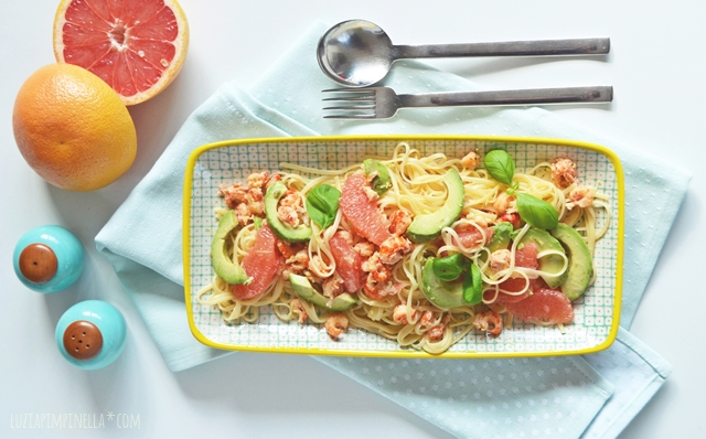 luzia pimpinella | rezept - linguine mit krebsfleisch, avocado & grapefruit | recipe - pasta with crab meat, avocado & grapefruit