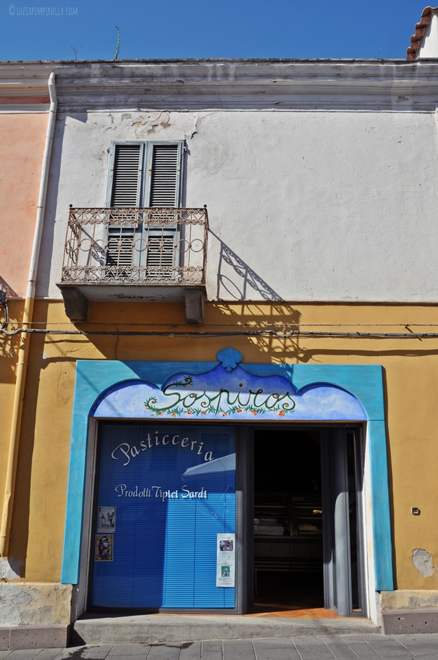 luzia pimpinella | travel photography | blue doors - beauty is where you find it!