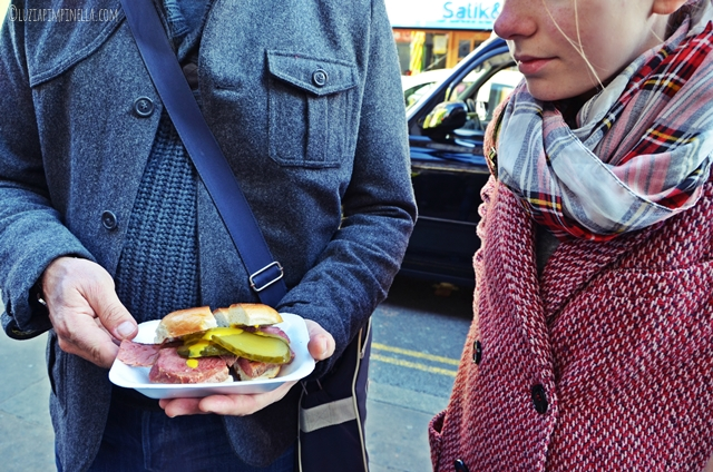 travel london | east end food tour - eating london - beigel bake, brick lane | ©luziapimpinella.com