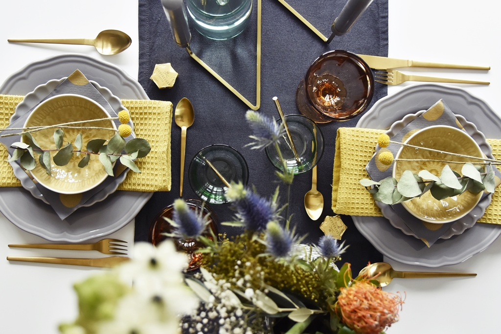 Home Interior | Unsere Tischdeko zu Weihnachten 2016 in grau & senfgelb - grey & yellow X-Mas Table Setting | luzia pimpinella
