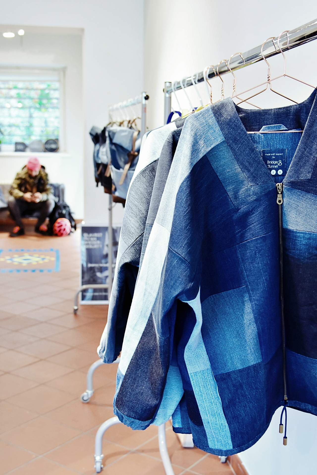 Sustainable Fashion | Hamburg Tipp - Bridge & Tunnel PopUp Store und die Wiedergeburt der Jeans – recycled Denim Accessoires | luziapimpinella.com