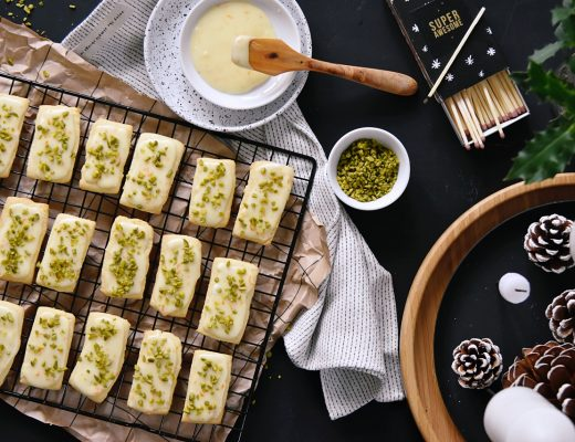 Weihnachtskekse backen - Rezept für Orangenkekse – meine schnellen Orangenstangen mit Pistazien | x-mas recipe for quick orange cookies with orange glacé icing & pistachios | luziapimpinella.com