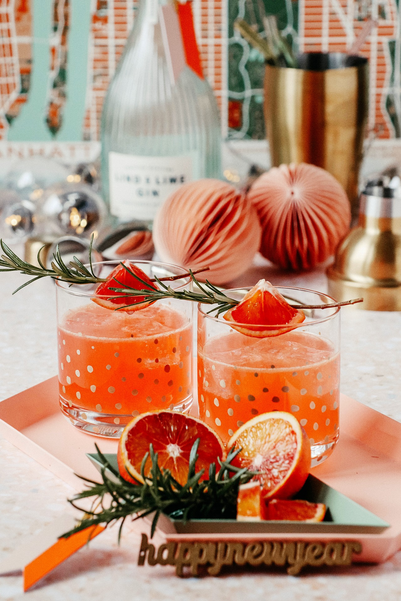 Gin Cocktail Rezept - Blutorangen & Rosmarin Gin Fizz – Blood Orange Rosemary Gin Tonic Recipe | luziapimpinella.com